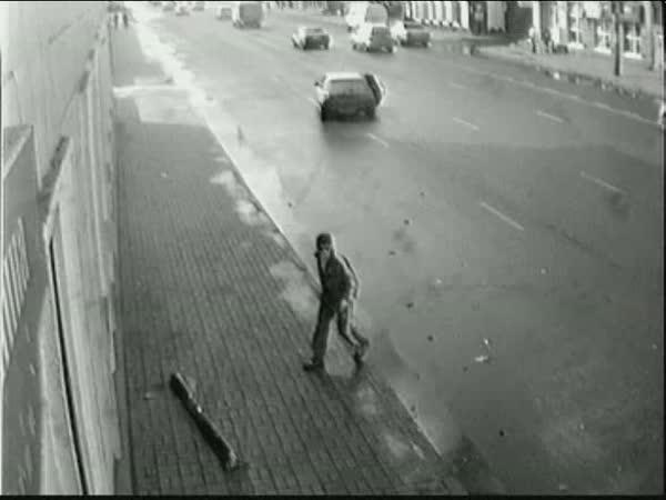 Nehoda - Vynikající reflex na chodníku