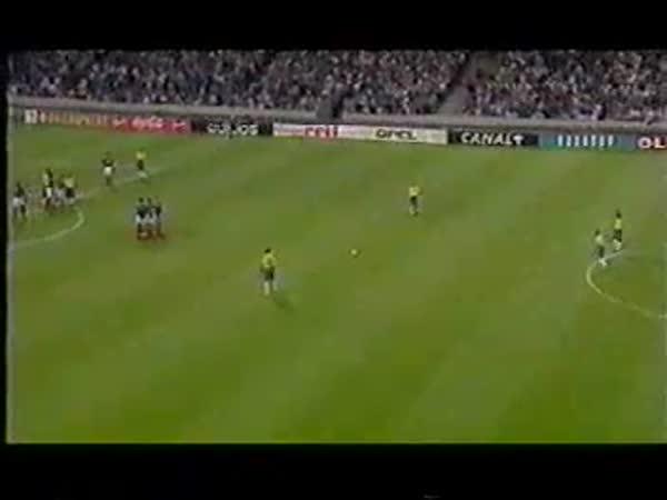 Fotbal - Roberto Carlos - Přímý kop