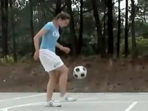 Borec - Dívčí freestyle s míčem