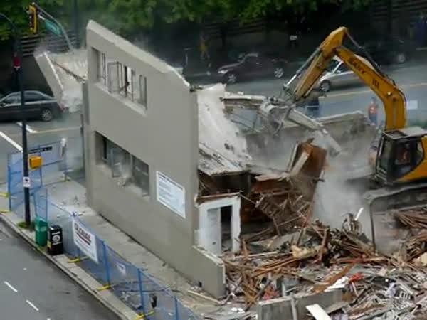 Vancouver - Nebezpečná demolice
