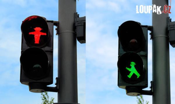 OBRÁZKY - Originální panáčci na semaforu