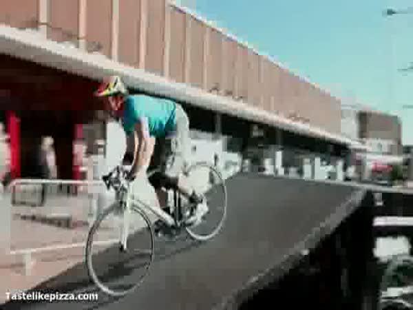 Borec - Backflip na silniční kole