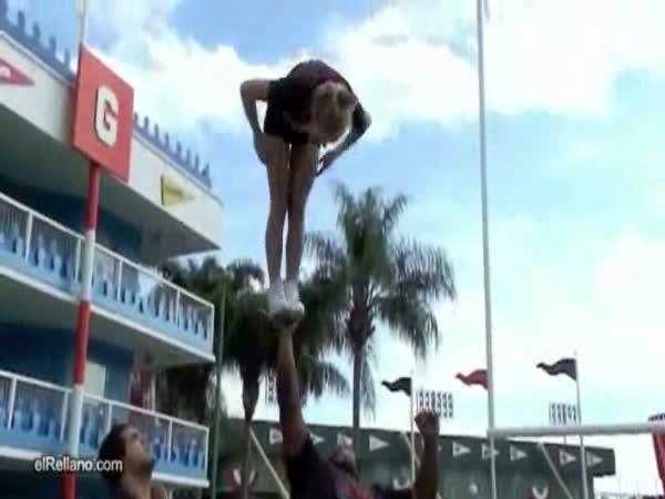 Borec - Úžasný akrobatický kousek