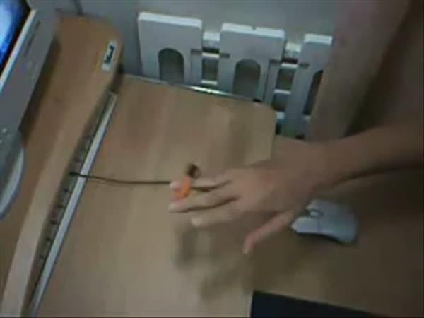 Borec - Žonglování s tužkami 2.díl