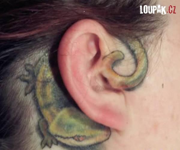 OBRÁZKY - Originální tetování na uších