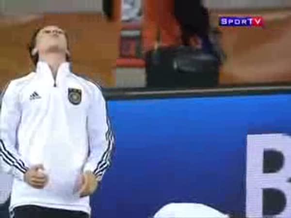 Německý fotbalista - Trik se žvýkačkou