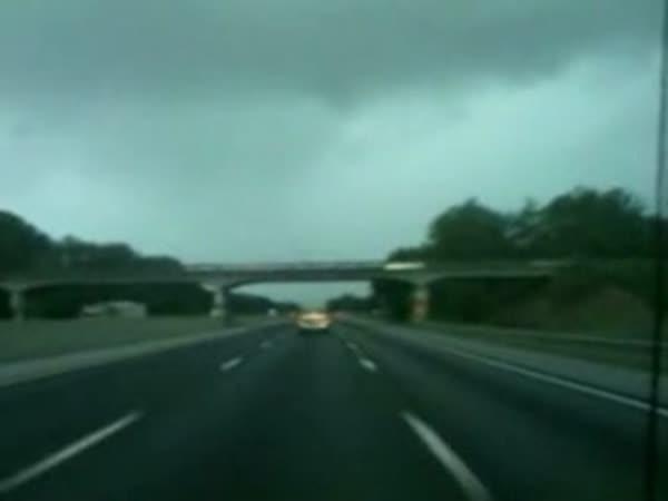 Na dálnici - Náklaďák vs. Blesk