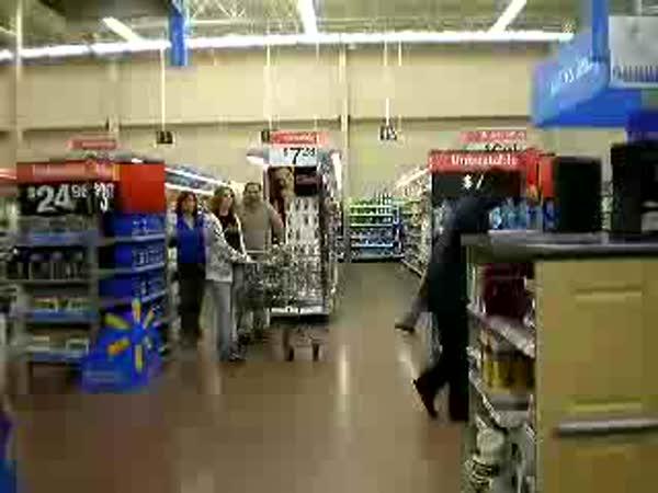 Borec - Měsíční chůze v supermarketu