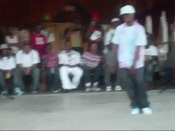 Souboj tanečníků - Looney vs. Retro