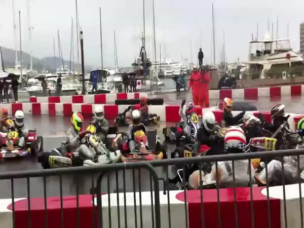 Motokáry – Hromadná nehoda