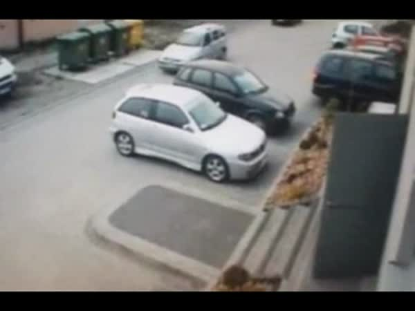Žena neřeší místo na parkování