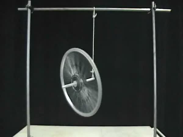 Roztočené kolo drží ve vzduchu samo