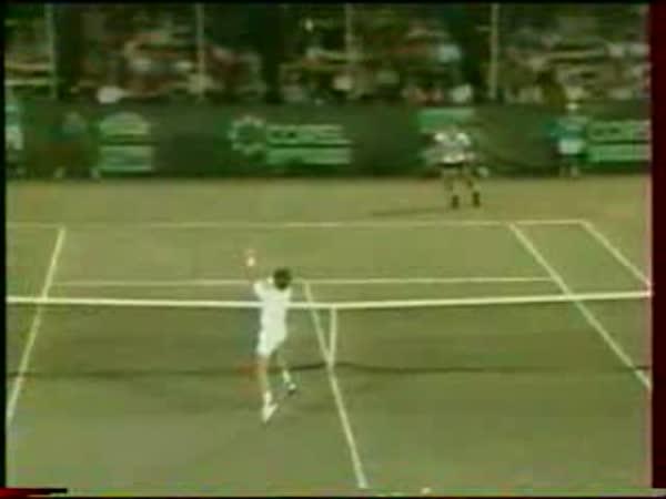Tenista a hod raketou