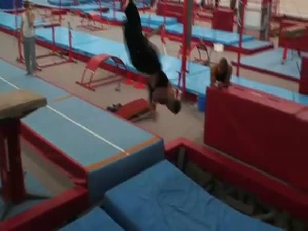 Tvrdý gymnastický trénink