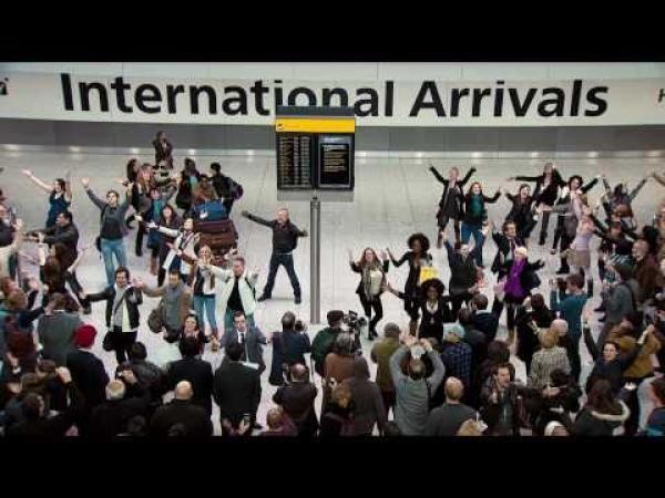 Taneční překvapení na letišti