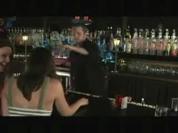 Když barmanovi rupnou nervy