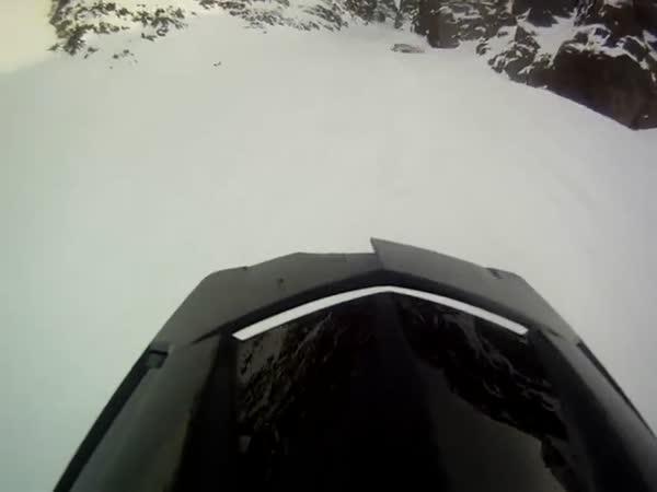 Sněžný skútr - dramatický pád