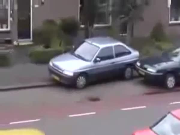 Blondýnka parkuje [fail]