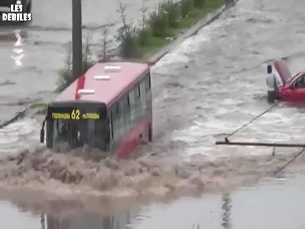 Obojživelný linkový autobus
