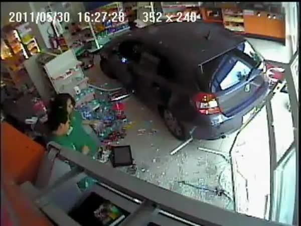 Idiot - Parkování v obchodě