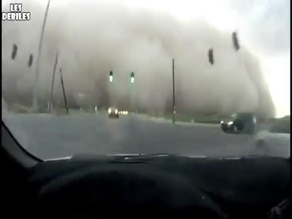Jízda písečnou bouří