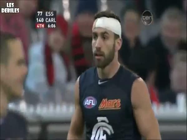 Australský fotbal - kuriózní chycení míče