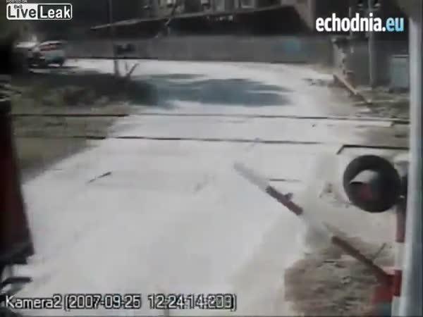 Idioti na železničních přejezdech