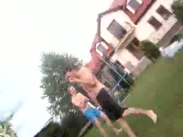 Idiot - Salto do bazénu