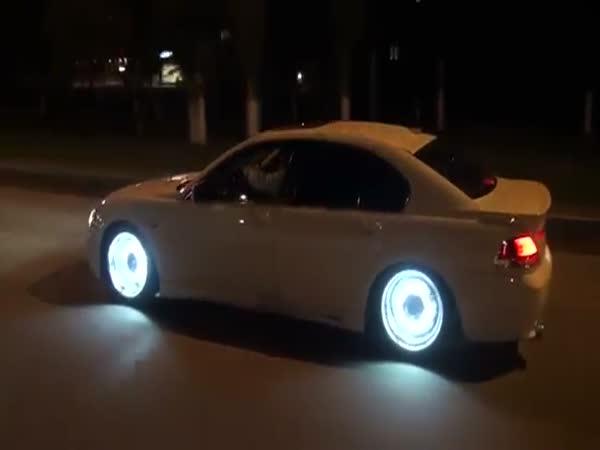 Extrémní tuning - podsvícená kola