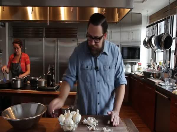 NÁVOD - jak oloupat česnek za 10 vteřin