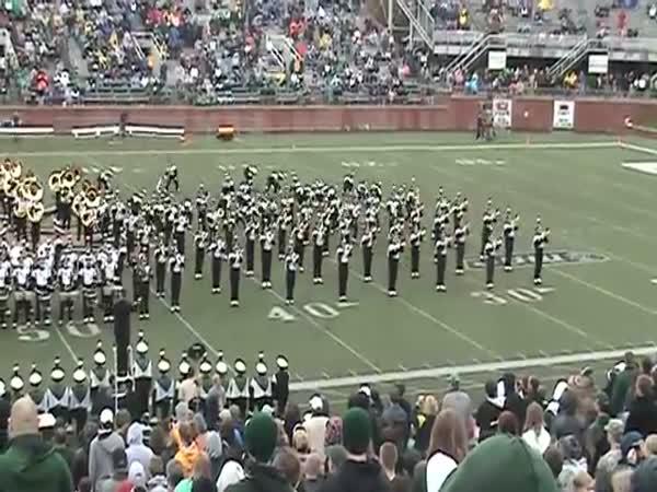 Cool taneční vystoupení - orchestr university Ohio