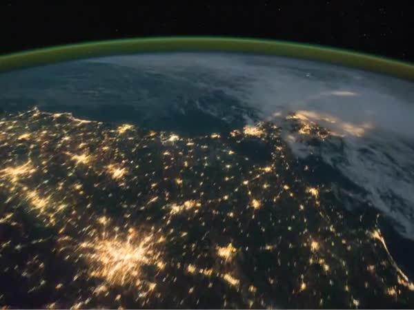 Noční přelet ISS nad Severní Amerikou