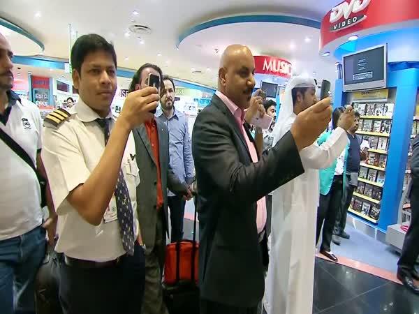 Flash Mob na letišti v Dubai