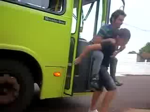 Jak si vystřelit z autobusáka