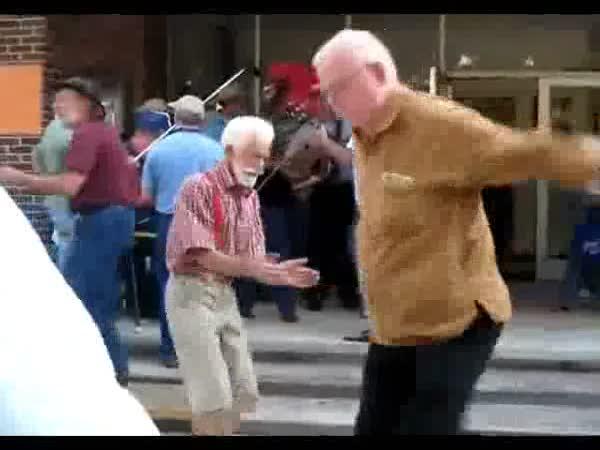 Děda jede jak vzteklej