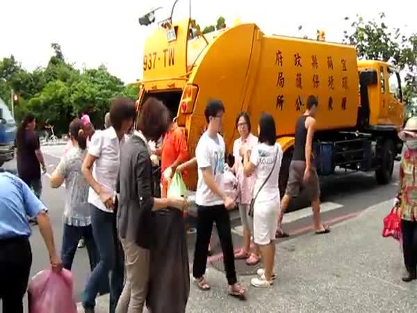 Odvoz odpadků na Taiwanu