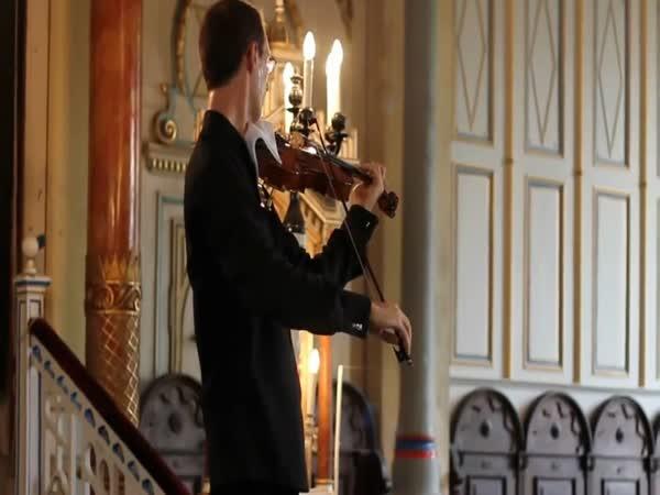 Když houslista improvizuje
