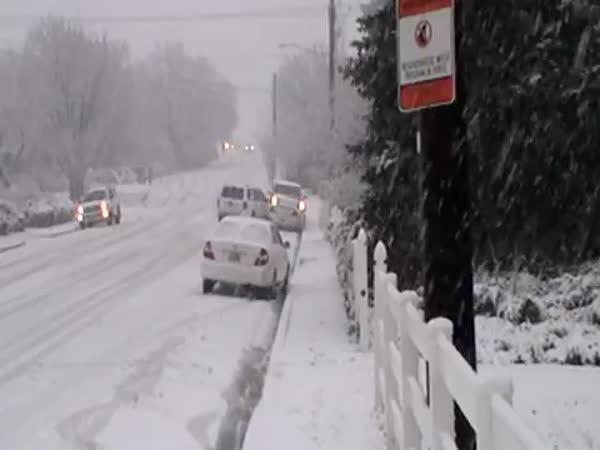USA - Zasněžené silnice v Utahu
