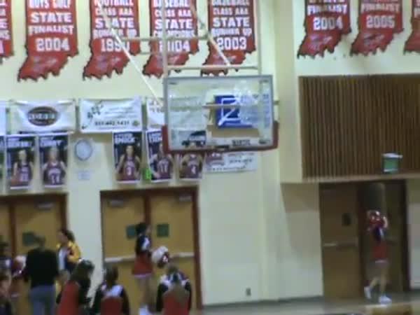 Basketball - Nehoda maskota