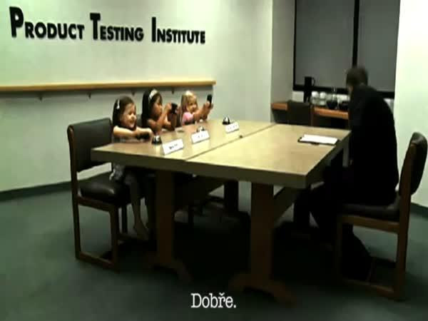 Chytré telefony vs. malé holčičky