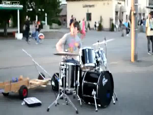 Borec - 16letý bubeník