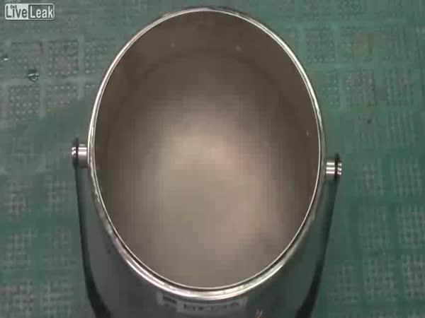 Ruka vs. tekutý dusík