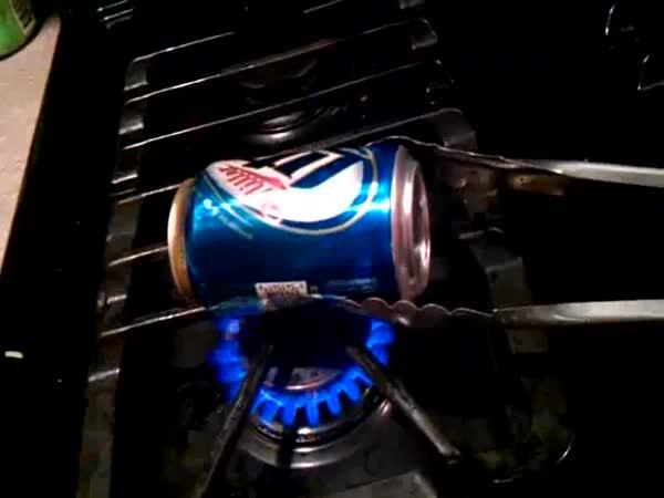 Pokus - Plechovka od nápoje
