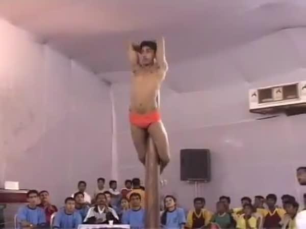 Borec - Tanec u tyče po indicku