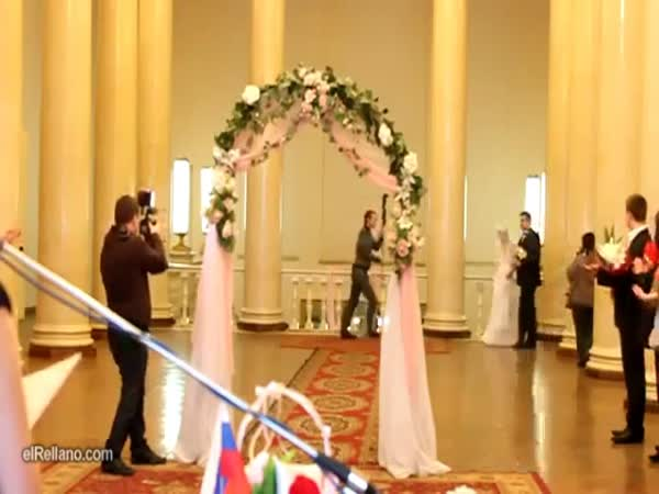 Fail - Nahá nevěsta