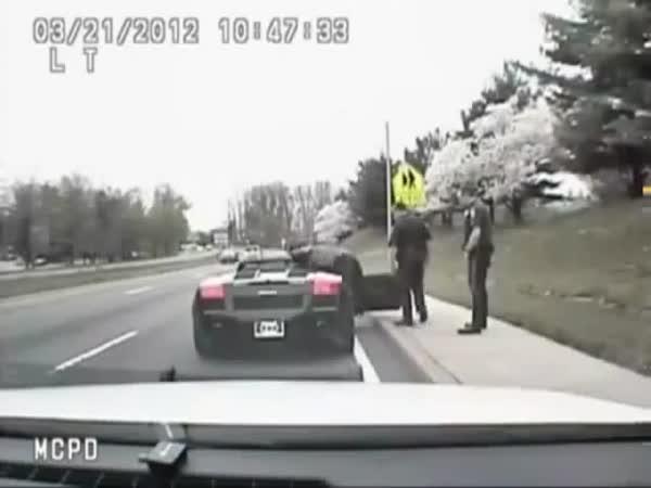 Batman chycen policií