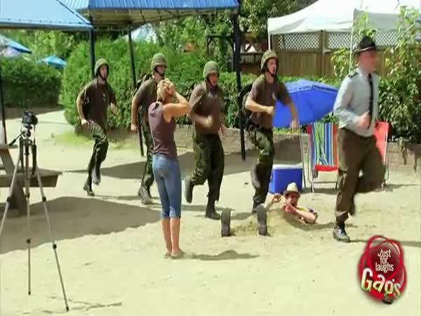 Nachytávka - Vojenské cvičení na pláži