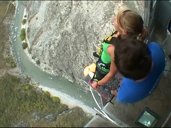 Bungee jump  ze 134 metrů