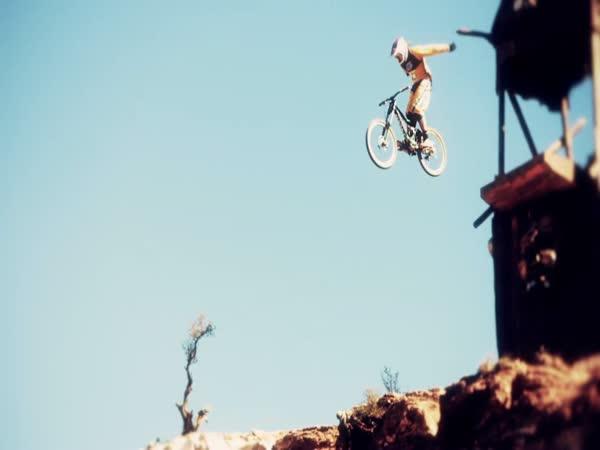 Skoky a pády na kole