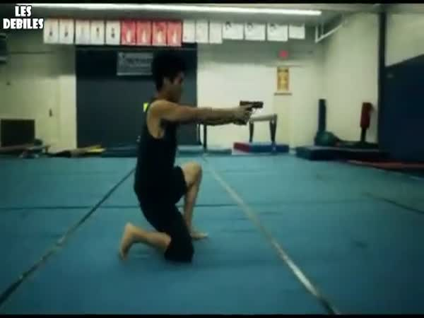 Borci - akrobati se zbraněmi